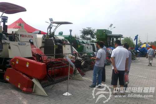 雷沃大马力拖拉机和雷沃谷神玉米收割机而来.高效可靠的雷沃