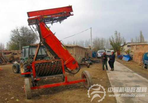 现代农民持之以恒致力开发新农机具